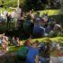 Friluftsgudstjeneste i spejderskoven i det herligste solskinsvejr, rytmiske salm…